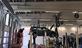 Matric Pendel lampe monteret nedhængt fra loft i værksted - Luminex