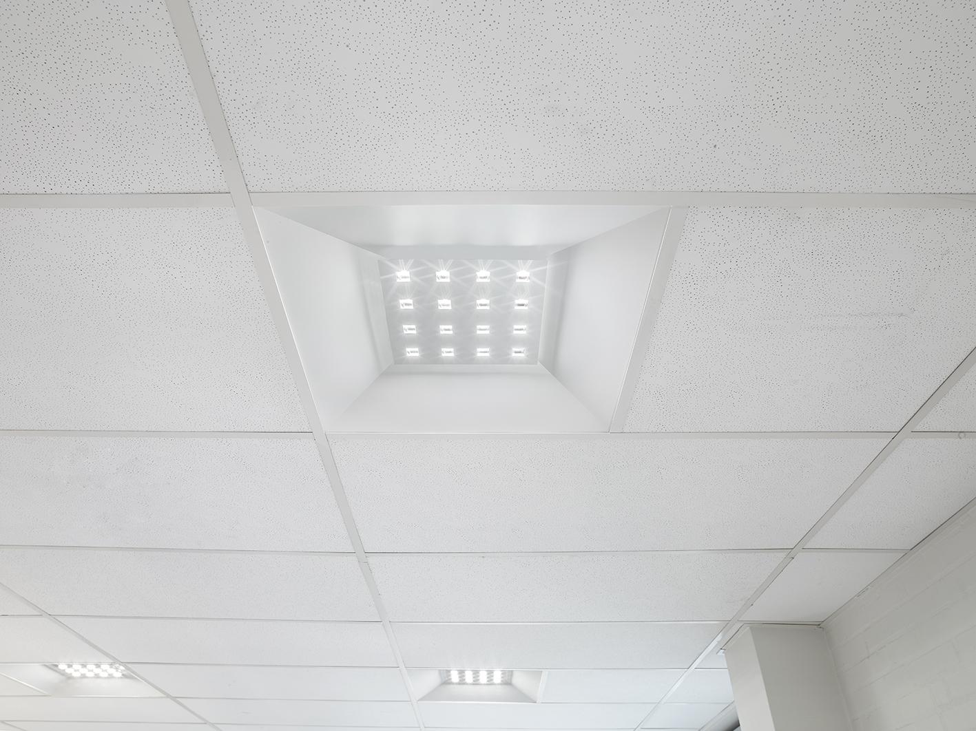 Aviora LED panel indbygget i synlig t-profil loft nærbillede - Luminex