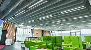 Studiemiljø med Matric lamper indbygget i loft - Luminex