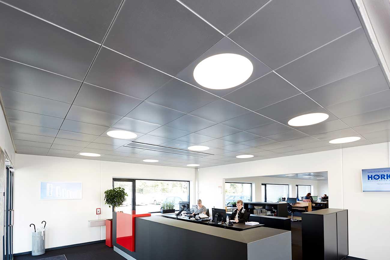Ledgo Circle panel indbygget i loft i administrationen - Luminex