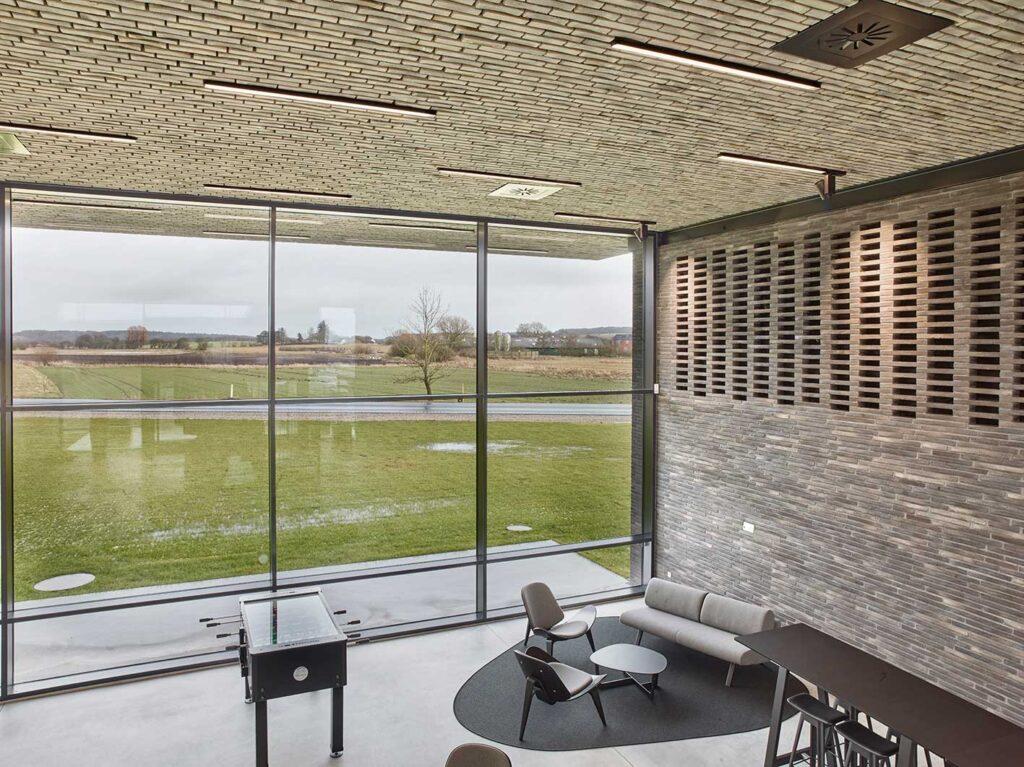 Matric A1 Surface indbygget i loft i showroom- Luminex