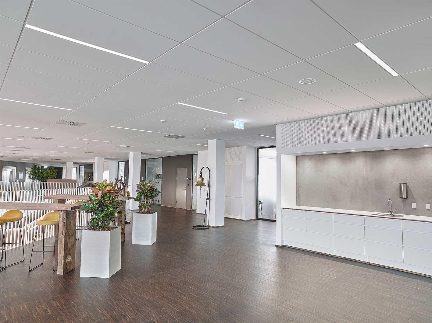 Matric Recessed Frameless M1 lampe indbygget i loftet i lounge og fællesområderne - Luminex