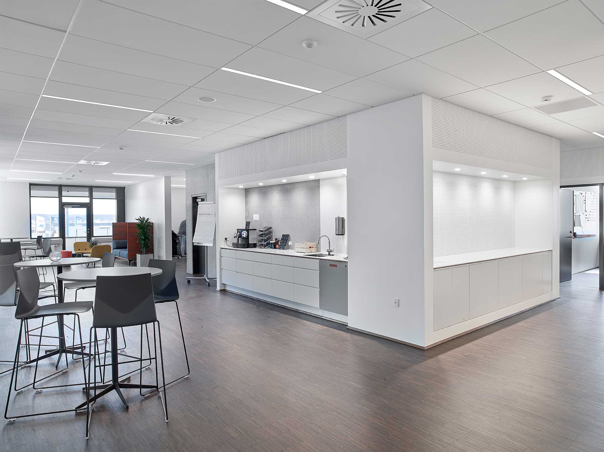 Matric Recessed Frameless M1 lampe indbygget i loftet ved fællesområder og lounge- Luminex