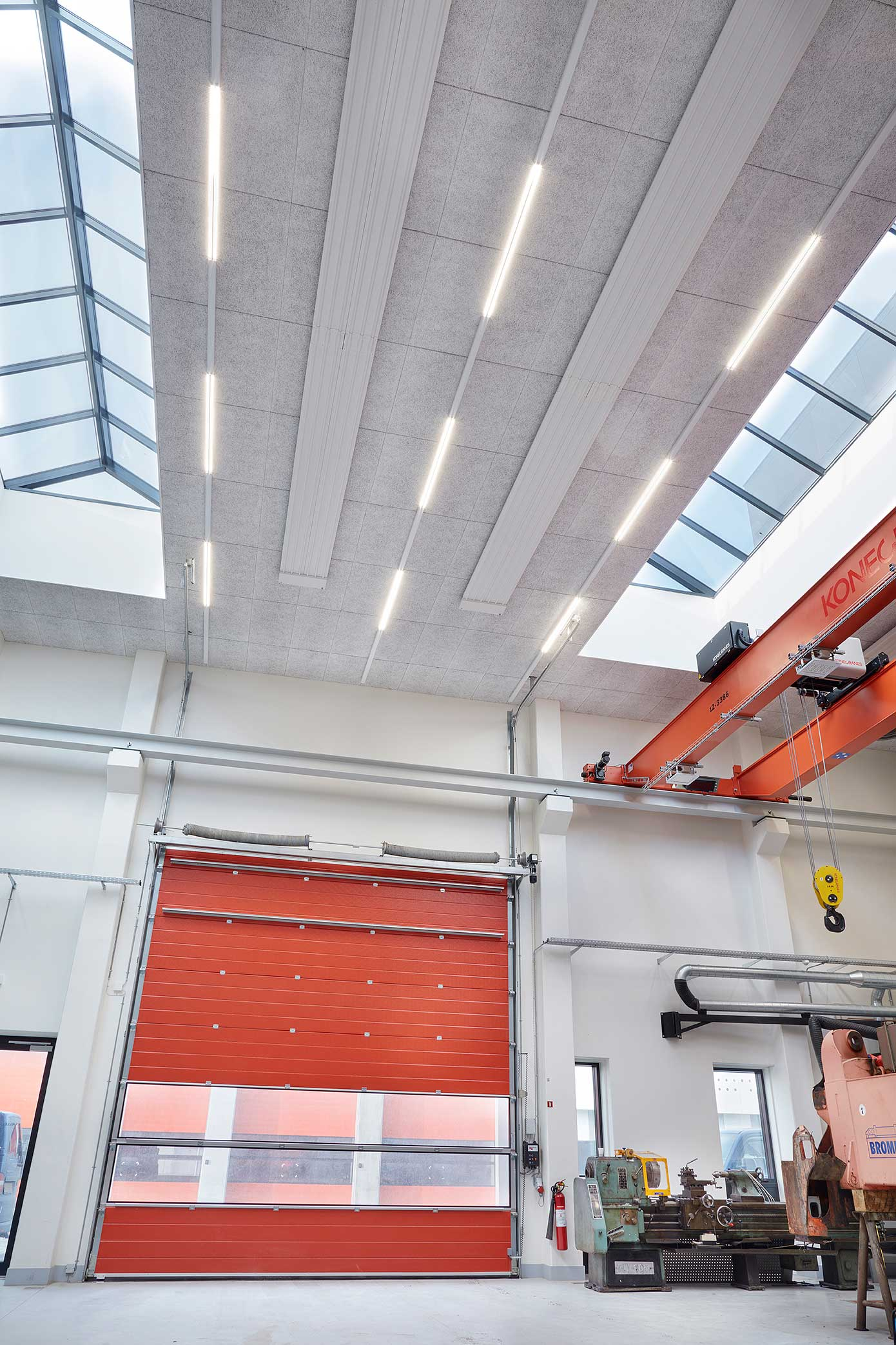 Linia i skinne system opsat på lager og ved porte - Luminex
