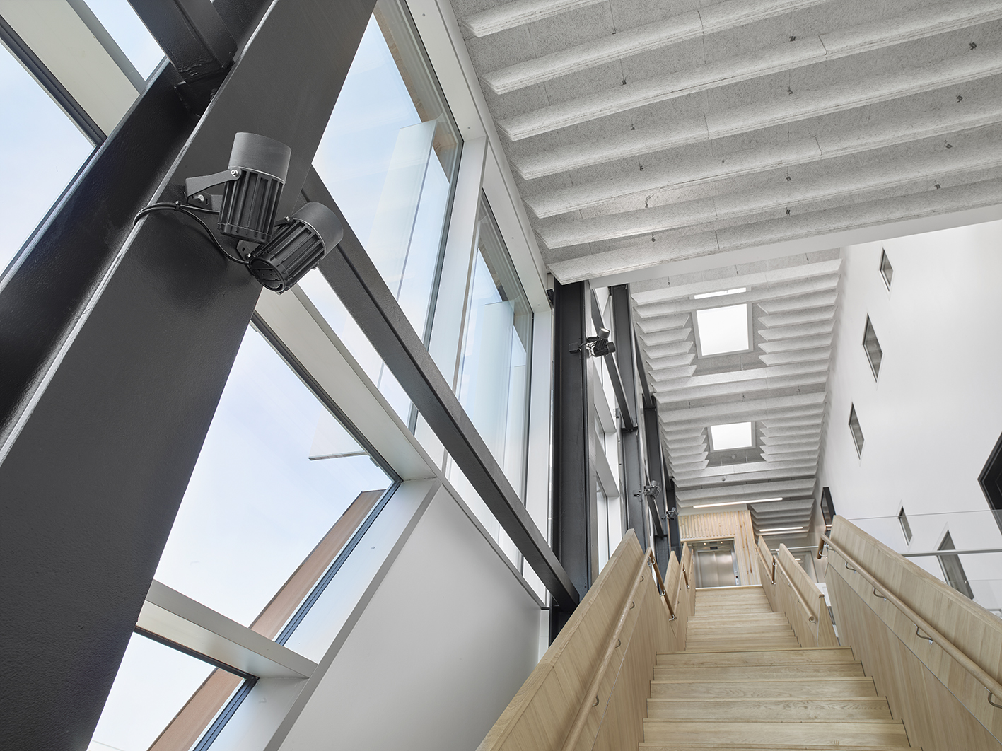 VUC Flow Factory i Haderslev, Indbygget i loft Matric 55mm Surface A3 ved trappe