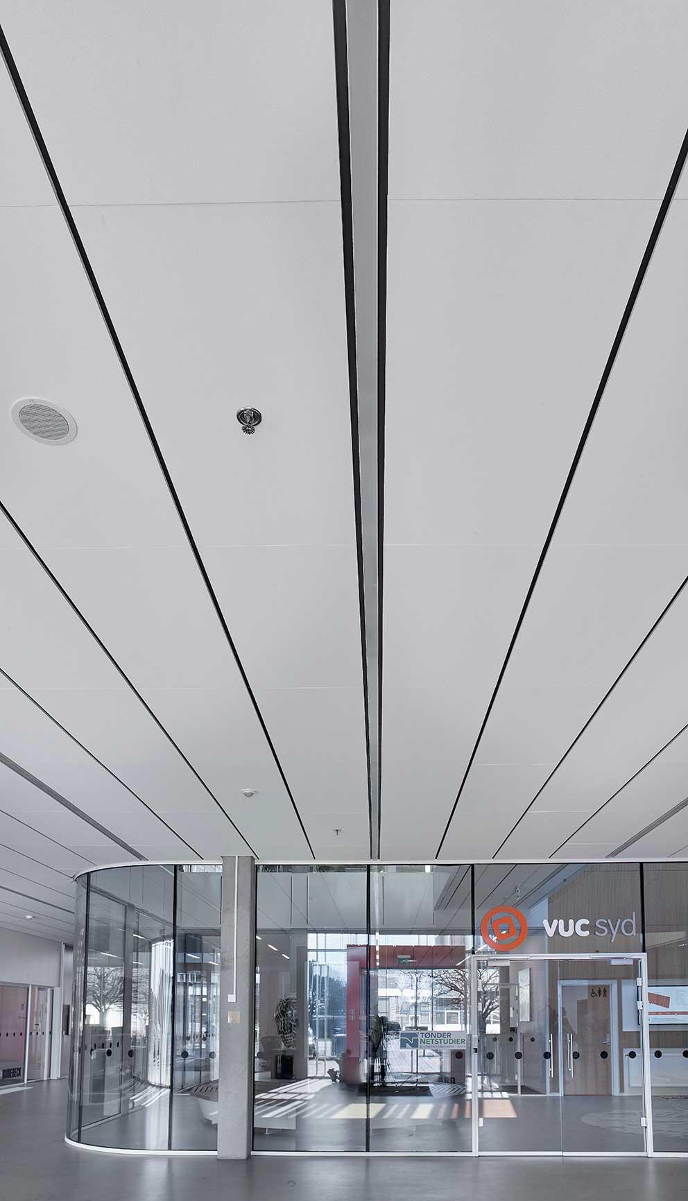 Matric Recessed Frameless F3 indbygget i loftet ved indgangen - Luminex