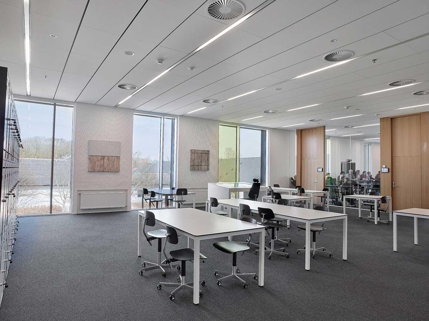 Matric Recessed Frameless F3 indbygget i loftet i det åbne undervisningsmiljø samt i klasselokaler - Luminex