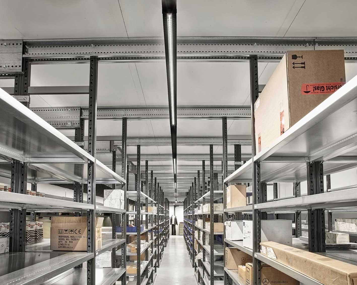 Linia monteret i skinnesystem på depotrum - Luminex
