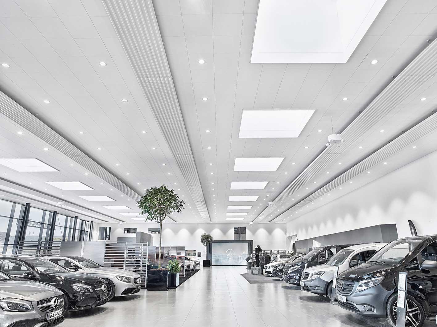 Linea DS-F indbygget i loft i showroom - Luminex