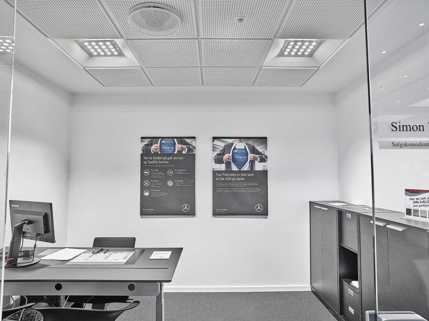 Aviora FL indbygget i loft på kontor - Luminex