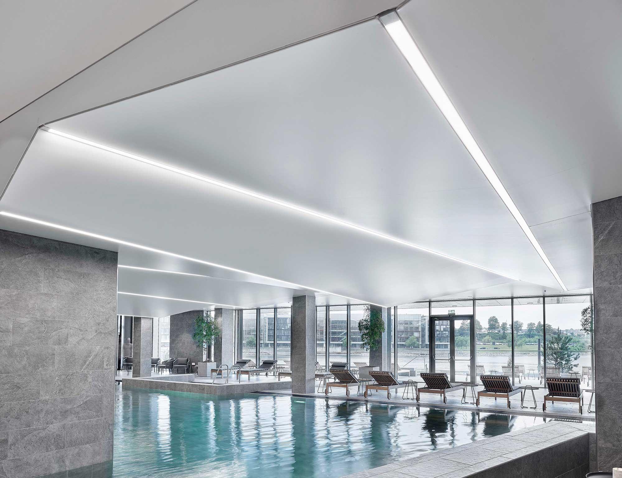 Hotel Alsik i Sønderborg Indbygget i loft integreret LED lys bånd i spa afdelingen