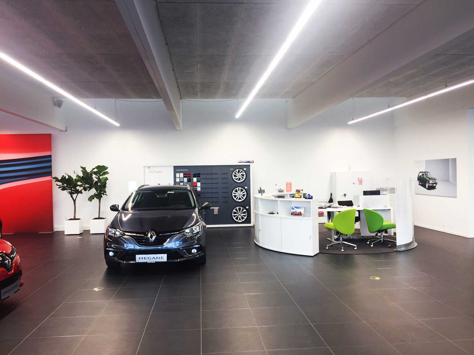 Renault i Tilst, Showroom belysning LINIA i skinnesystem