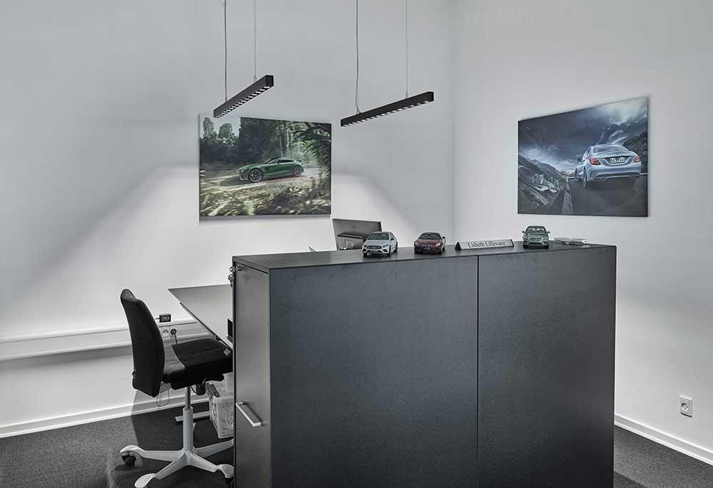 Ejner Hessel i Herning, Aviora Line P over skrivebord på kontor