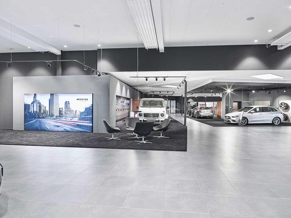 Ejner Hessel i Herning, Linea DS-F 150 downlights og Odion XL spot i skinnesystem i showroom