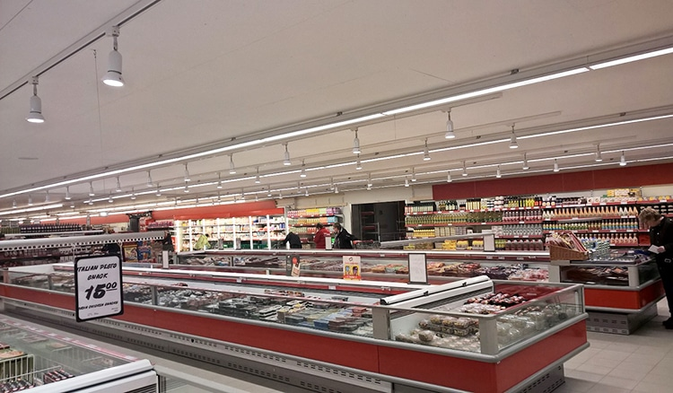 Linia monteret i skinne system i butik over kølediske - Luminex