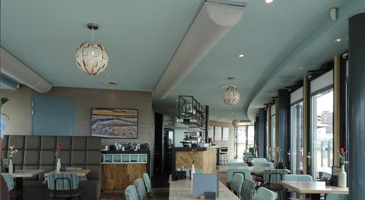 EDLR downlight lampe indbygget direkte i loftet i en bar/restaurant - Luminex