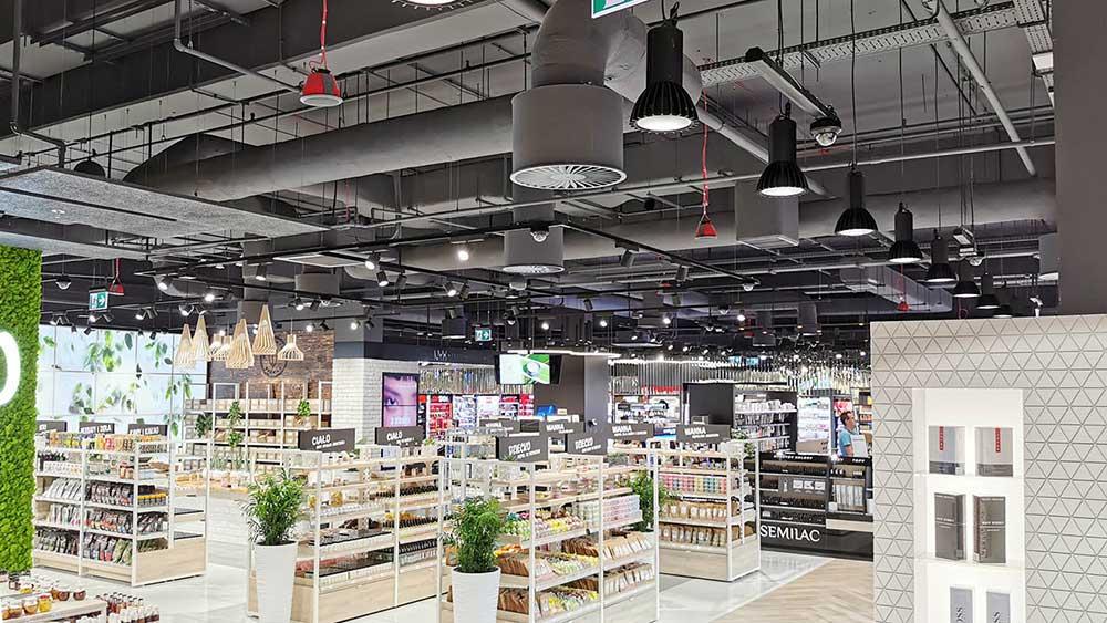 RLS-LED-1 pendel lampe nedhængt fra loft i butik - Luminex
