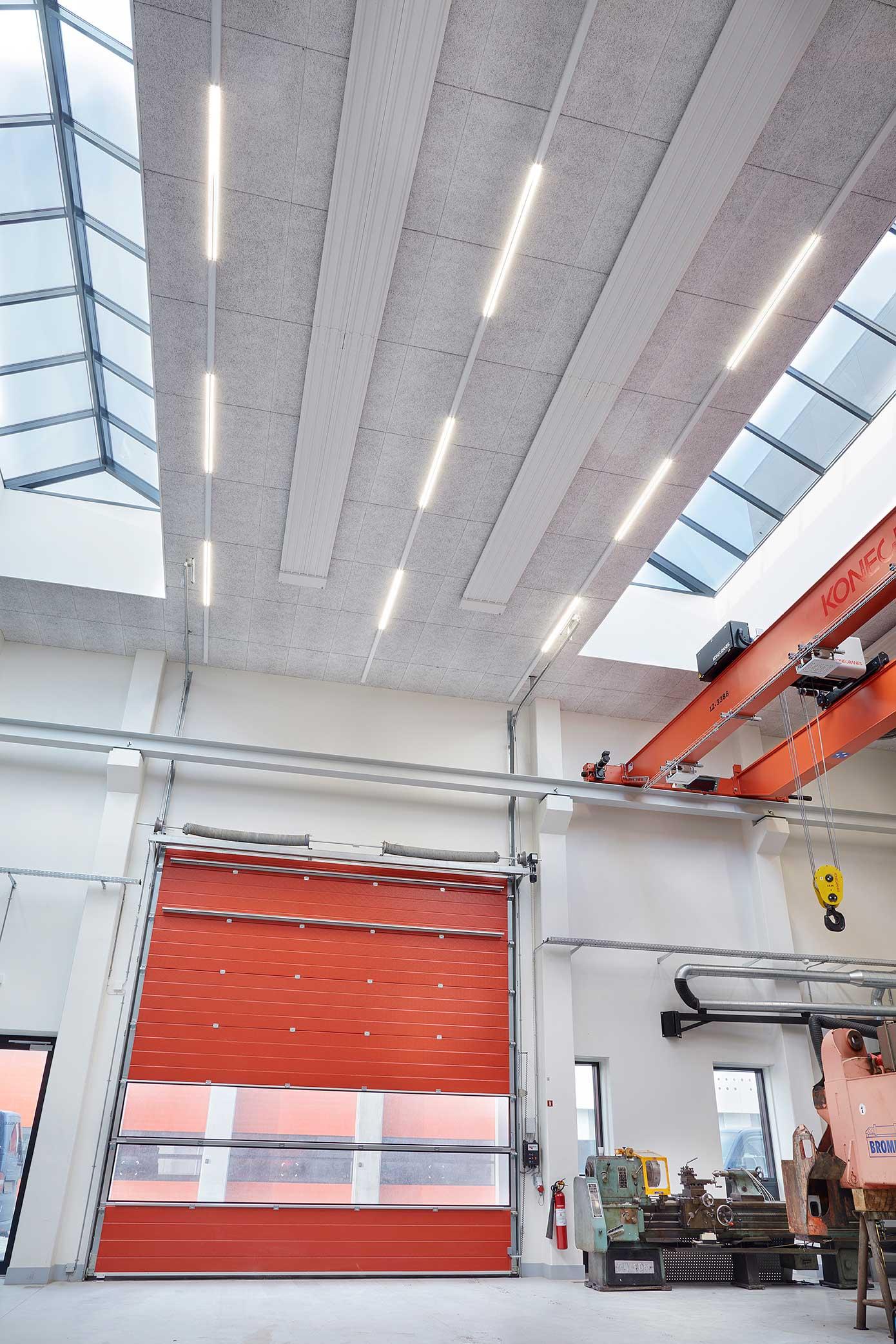 Linia indsats monteret i skinnesystem påbygget på loft RIDI produkt - Luminex