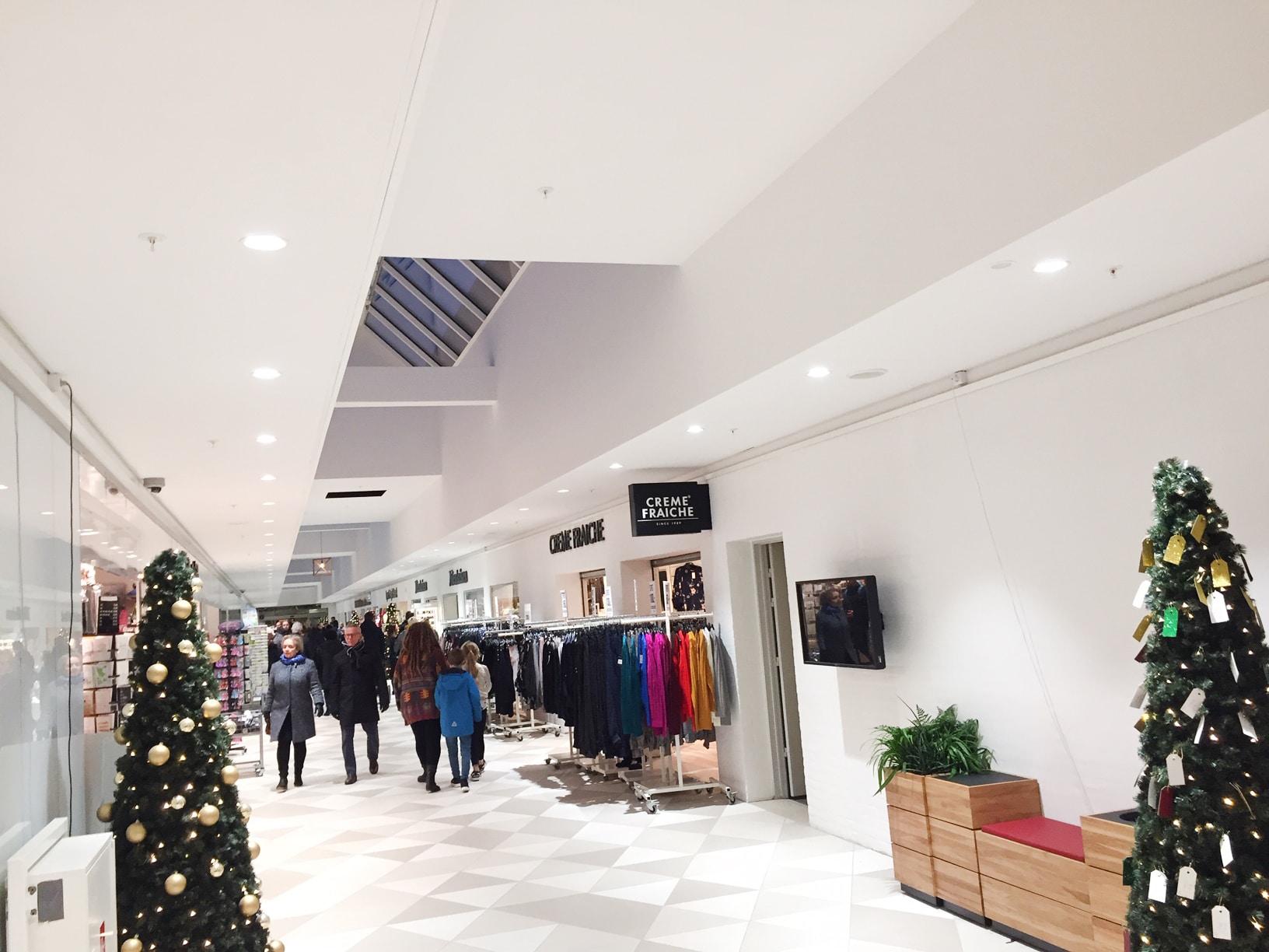 Linea DS-FS 120 spotlight indbygget i loft langs gange i indkøbscenter - Luminex